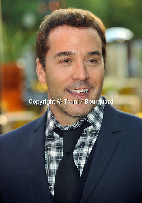 Jeremy Piven <br /> Entourage Premiere at the Paramount Theatre In Los Angeles.
