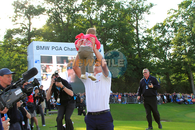 Luke Donald (ENG) picks up his baby daughter Elle after winning the tournament and also becomes World No.1 at the end of the Final Day of the BMW PGA Championship at Wentworth Club, Surrey, England, 29th May 2011. (Photo Eoin Clarke/Golffile 2011)