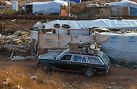 LEBANON Beqaa valley, Deir el Ahmad, camp for syrian refugees, UNHCR tents and Mercedes Benz car with luggage / LIBANON Bekaa Tal, Deir el Ahmad, Camp fuer syrische Fluechtlinge am Dorfrand, Mercedes Benz Auto mit Gepaeck, UNHCR Zelte