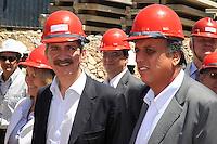 RIO DE JANEIRO, RJ, 09 DE MARCO 2012 - COPA 2014 - OBRAS MARACANA - O ministro do Esporte, Aldo Rebelo(e) ao lado do vice-governador do Rio de Janeiro, Luiz Fernando Pezão(d), durante visita ao canteiro de obras do estádio Maracanã, na zona norte da cidade, que será o palco da final da Copa do Mundo de 2014. (FOTO: GLAICON EMRICH / BRAZIL PHOTO PRESS).