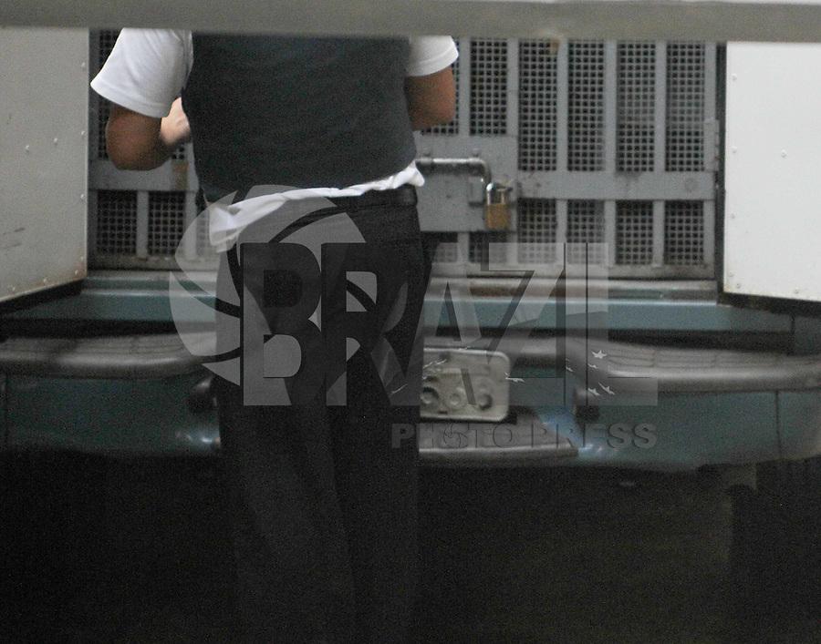 Santo Andre, SP,14 FEVEREIRO 2012-Carro com Lindemberg chega  no Forum de Santo Andre. (FOTO: ADRIANO LIMA - NEWS FREE).