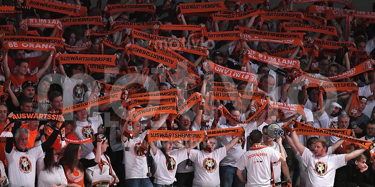 Basketball  1. Bundesliga  2016/2017  Hauptrunde  12. Spieltag  04.12.2016 Walter Tigers Tuebingen - ratiopharm Ulm Ulmer Fans im Gaestefanblock der Paul Horn Arena