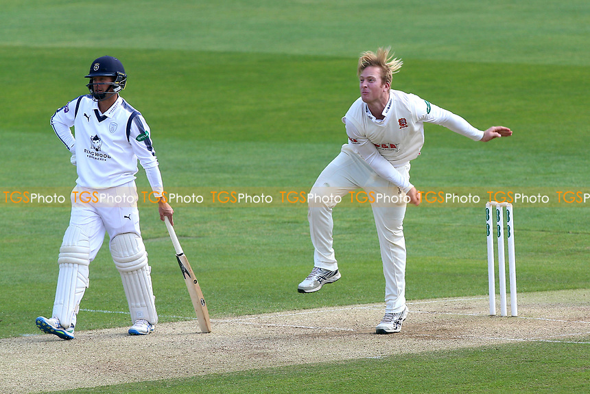 Simon Harmer of Essex in bowling action during Essex CCC vs Hampshire CCC, Specsavers County Championship Division 1 Cricket at The Cloudfm County Ground on 21st May 2017