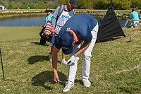 Matt Fitzpatrick (ENG) adds a spike to his shoe on his way to 12 during day 1 of the WGC Dell Match Play, at the Austin Country Club, Austin, Texas, USA. 3/27/2019.<br /> Picture: Golffile | Ken Murray<br /> <br /> <br /> All photo usage must carry mandatory copyright credit (© Golffile | Ken Murray)