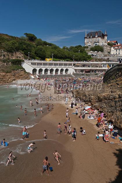 Europe/France/Aquitaine/64/Pyrénées-Atlantiques/Pays-Basque/Biarritz: Plage du Port VIeux et en fond la Villa le Goëland - Maison d'Hôtes