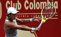 BOGOTA - COLOMBIA - 14-04-2016: Silvia Soler-Espinosa de España, devuelve la bola a Anna Tatishvili de Estados Unidos, durante partido por el Claro Colsanitas WTA, que se realiza en el Club El Rancho de Bogota. / Silvia Soler-Espinosa from Spain, returns the ball to Anna Tatishvili from United States, during a match for the WTA Claro Colsanitas, which takes place at Club El Rancho de Bogota. Photo: VizzorImage / Luis Ramirez / Staff.