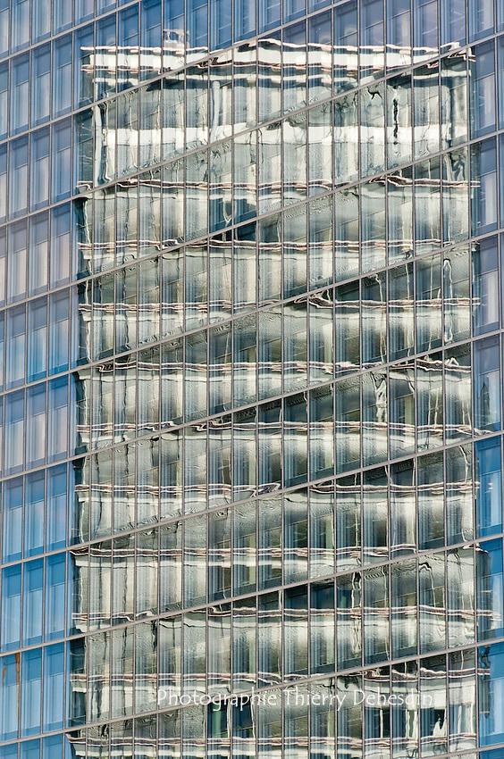 "A reflexion of the ""Porte de l'Europe"" on the new Kirchberg congress center"