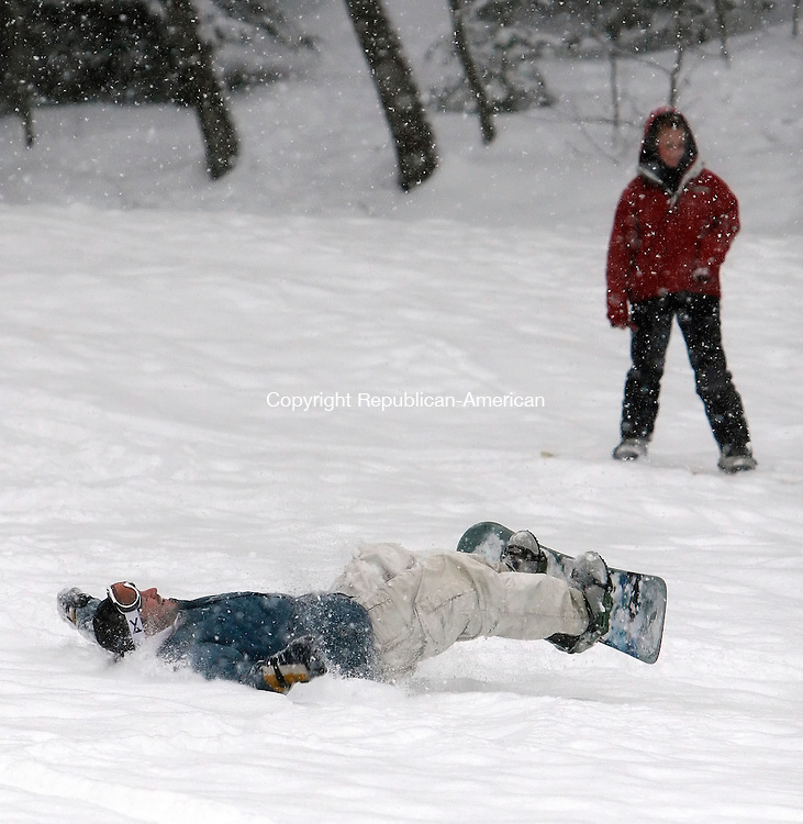 TORRINGTON, CT, 02/03/08- 020309BZ03- Joshua Lynch, 23, of Torrington, crashes while learning to snowboard at Major William E. Besse Park Tuesday.  Lynch, a skier, said he was learning how to snowboard because of his girlfriend Katie Maltby, 28, of Torrington, seen riding past in the background.<br /> Jamison C. Bazinet Republican-American