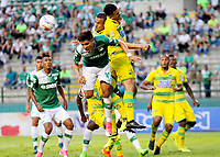 CALI - COLOMBIA, 02-09-2017: Andres Felipe Roa (Izq) del Deportivo Cali disputa el balón con Yulian Anchico (Der) de Atletico Bucaramanga durante partido por la fecha 11 de la Liga Aguila II 2017 jugado en el estadio Palmaseca de Cali. / Andres Felipe Roa (L) player of Deportivo Cali fights for the ball with Yulian Anchico (R) player of Atletico Bucaramanga during match for the date 11 of the Aguila League II 2017 played at Palmaseca stadium in Cali. Photo: VizzorImage / Nelson Rios / Cont