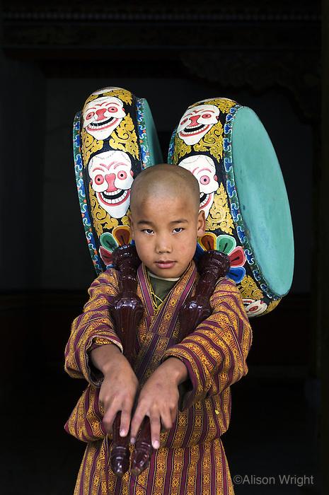 Monk uin Punakha Monastery, Punakha, Bhutan, 2007