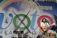 Roma, 10 Giugno 2011.Piazza del Popolo.Io Voto! In piazza per la fine della campagna referendaria su nucleare, acqua pubblica e legittimo impedimento..Andrea Rivera
