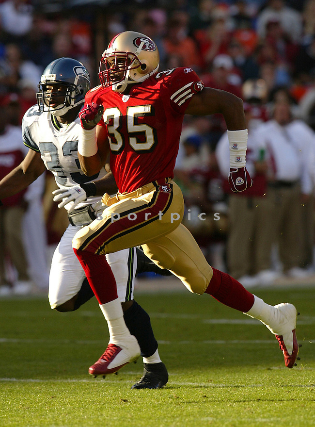 Dwaine Carpenter during the San Francisco 49ers v. Seattle Seahawks game on November 7, 2004...Seattle wins 42-27..Rob Holt / SportPics