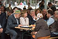 Bundespraesident Joachim Gauck nahm am Montag den 13. Juni 2016 in Berlin Moabit an einem gemeinsamen Fastenbrechen it Muslimen teil.<br /> Im Bild: Imam Abdallah Hajjir, die Lebensgefaehrtin des Bundespraesidenten und der Bundespraesident.<br /> 13.6.2016, Berlin<br /> Copyright: Christian-Ditsch.de<br /> [Inhaltsveraendernde Manipulation des Fotos nur nach ausdruecklicher Genehmigung des Fotografen. Vereinbarungen ueber Abtretung von Persoenlichkeitsrechten/Model Release der abgebildeten Person/Personen liegen nicht vor. NO MODEL RELEASE! Nur fuer Redaktionelle Zwecke. Don't publish without copyright Christian-Ditsch.de, Veroeffentlichung nur mit Fotografennennung, sowie gegen Honorar, MwSt. und Beleg. Konto: I N G - D i B a, IBAN DE58500105175400192269, BIC INGDDEFFXXX, Kontakt: post@christian-ditsch.de<br /> Bei der Bearbeitung der Dateiinformationen darf die Urheberkennzeichnung in den EXIF- und  IPTC-Daten nicht entfernt werden, diese sind in digitalen Medien nach §95c UrhG rechtlich geschuetzt. Der Urhebervermerk wird gemaess §13 UrhG verlangt.]
