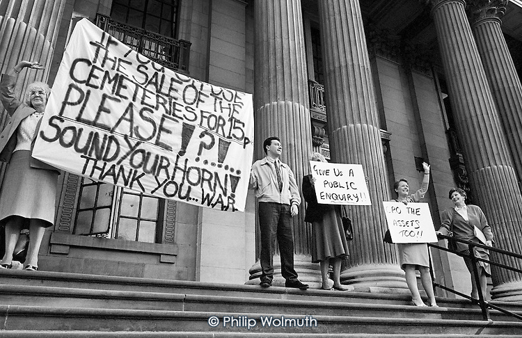 1988:  Westminster Association of Residents (WAR) picket Marylebone Council House in protest at the sale of three cemeteries by Westminster City Council for 15p.  The badly neglected cemeteries were eventually bought back by the Council in 1992, minus land and buildings worth an estimated £4.5 million.