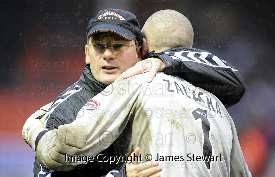 13/12/2008  Copyright Pic: James Stewart.File Name : sct_jspa25_dundee_utd_v_rangers.CRAIG LEVEIN WITH LUKASZ ZALUSKA AT THE END OF THE GAME.James Stewart Photo Agency 19 Carronlea Drive, Falkirk. FK2 8DN      Vat Reg No. 607 6932 25.Studio      : +44 (0)1324 611191 .Mobile      : +44 (0)7721 416997.E-mail  :  jim@jspa.co.uk.If you require further information then contact Jim Stewart on any of the numbers above.........