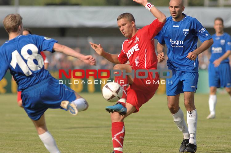 DFB Pokal 2009/2010,  1. Hauptrunde,  BSV Kickers Emden vs. 1. FC KŲln,  <br /> Lukas Podolski (KŲln #10 rot) am Ball gegen nno Wildeboer Emden #18 blau) und Paolo Rizzo (Emden #8 blau hinten)<br /> <br /> Foto &copy; nph (  nordphoto  )<br /> <br />  *** Local Caption *** <br /> Fotos sind ohne vorherigen schriftliche Zustimmung ausschliesslich fŁr redaktionelle Publikationszwecke zu verwenden.<br /> <br /> Auf Anfrage in hoeherer Qualitaet/Aufloesung