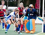 UTRECHT - keeper Joyce Sombroek (Laren)   tijdens de hockey hoofdklasse competitiewedstrijd dames:  Kampong-Laren (2-2).  met Josien Galama (Laren) , Maria Lopez Garcia (Kampong) .COPYRIGHT KOEN SUYK