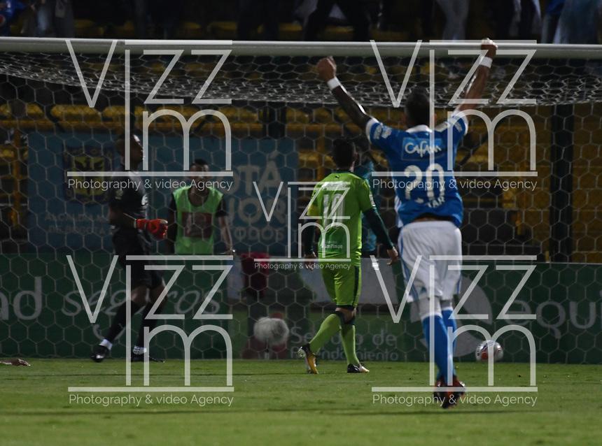 BOGOTA - COLOMBIA -25 - 11 - 2017: Ayron del Valle (Fuera de Cuadro) jugador de Millonarios, anota gol a Cristian Bonilla, portero de La Equidad, durante partido de ida entre La Equidad y Millonarios, de los cuartos de final la Liga Aguila II - 2017, jugado en el estadio Metropolitano de Techo de la ciudad de Bogota. / Ayron del Valle (Out of Frame), player of Millonarios, scored goal to Cristian Bonilla, goalkeeper of La Equidad,  during a match for the first leg between  La Equidad and Millonarios, to the quarter of finals for the Liga Aguila II - 2017 at the Metropolitano de Techo Stadium in Bogota city, Photo: VizzorImage  / Luis Ramirez / Staff.