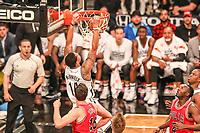NEW YORK, EUA, 08.04.2017 - BROOKLYN NETS-CHICAGO BULLS -   Paul Zipser do Chicago Bull disputa bola com McDaniels  do Brooklyn Nets  no Barcleys Center em New York na noite deste sábado, 08. (Foto: William Volcov/Brazil Photo Press)