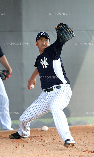Hiroki Kuroda (Yankees),.FEBRUARY 25, 2012 - MLB :.Hiroki Kuroda of the New York Yankees practices pitching in the bullpen during the New York Yankees spring training camp at George M. Steinbrenner Field in Tampa, Florida, United States. (Photo by Thomas Anderson/AFLO) (JAPANESE NEWSPAPER OUT)