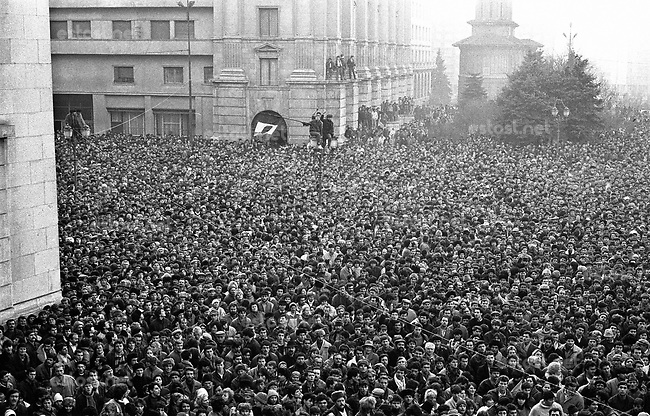 "ROMANIA, Revolution square, Bucharest, 22.12.1989, 3.30 pm..The crowd and a flag with ""the hole"" on a pole..© Andrei Pandele / EST&OST"