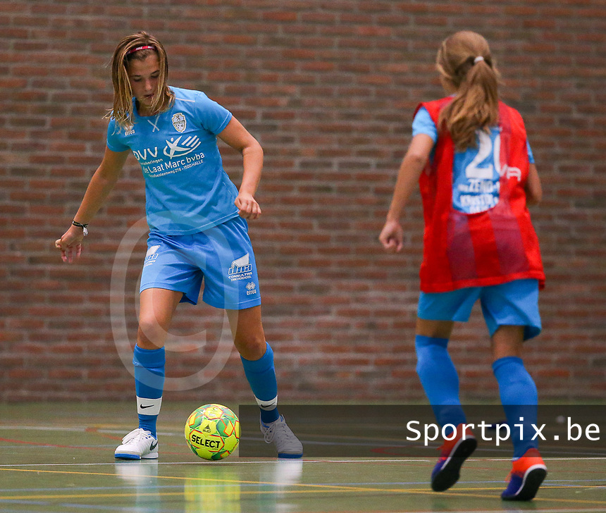 20190915– HALLE , BELGIUM : FP Halle-Gooik Girls A player Melissa Tom and FP Halle Gooik Girls B player Stacey Comblez (20) are pictured during the Belgian Women's Futsal D1 match between FP Halle-Gooik A and FP Halle-Gooik B on Sunday 15th 2019 at the De Bres Sport Complex in Halle, Belgium. PHOTO SPORTPIX.BE | Sevil Oktem