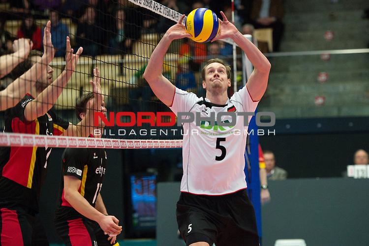 29.12.2013, Lotto Dome, Maaseik<br /> Volleyball, Belgien vs. Deutschland<br /> <br /> Zuspiel Sebastian K&uuml;hner / Kuehner (#5 GER)<br /> <br />   Foto &copy; nordphoto / Kurth