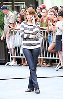 August 28, 2012 Tina Fey shooting on location for  30Rock in New York City.Credit:© RW/MediaPunch Inc. /NortePhoto.com<br /> <br /> **SOLO*VENTA*EN*MEXICO**<br /> **CREDITO*OBLIGATORIO**<br /> *No*Venta*A*Terceros*<br /> *No*Sale*So*third*<br /> *** No*Se*Permite*Hacer*Archivo**