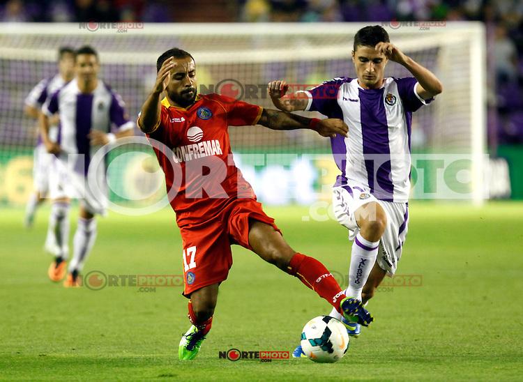 Getafe's Diego Castro (l) during La Liga match.August 31,2013. (ALTERPHOTOS/Victor Blanco)