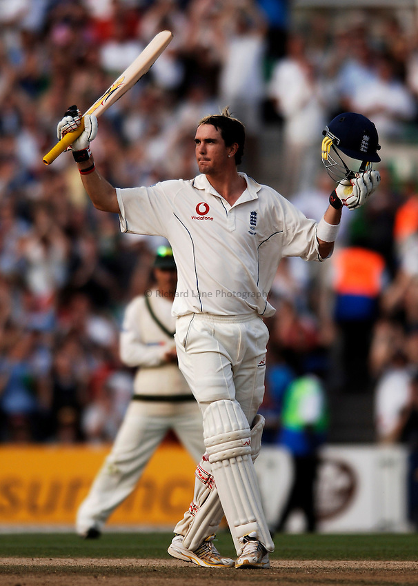 Photo: Glyn Thomas..England v Australia. nPower Test Series. The Ashes 2005..12/09/2005..England's Kevin Pietersen celebrates reaching his maiden Test century.