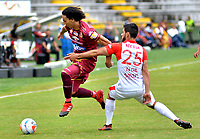 IBAGUÉ- COLOMBIA ,29-04-2018: Rafael Robayo (Izq.) jugador de Deportes Tolima  disputa el balón con Nicolas Gil (Der.) jugador del Independientre Santa Fe    durante partido por la fecha 18 de la Liga Águila I 2018 jugado en el estadio Manuel Murillo Toro de la ciudad de Ibagué. / Rafael Robayo  (L) player of Deportes Tolima fights for the ball with Nicolas Gil (R) player of Independiente Santa Fe  during match for the date 18 of the Aguila League I 2018 at Manuel Murillo Toro  stadium in Ibague city. Photo: VizzorImage  /Juan Carlos Escobar / Contribuidor
