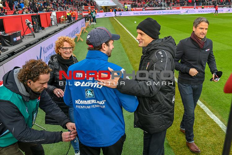 28.01.2018, BayArena, Leverkusen , GER, 1.FBL., Bayer 04 Leverkusen vs. 1. FSV Mainz 05<br /> im Bild / picture shows: <br /> Sandro Schwarz Trainer / Headcoach (Mainz 05), begr&uuml;sst Heiko Herrlich Trainer (Bayer Leverkusen),<br /> <br /> <br /> Foto &copy; nordphoto / Meuter