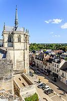 France, Indre-et-Loire (37), Amboise, château d'Amboise, chapelle Saint-Hubert et la ville en bas