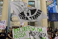RIO DE JANEIRO, RJ, 03.09.2018 - INCÊNDIO-MUSEU - Manifestantes fazem passeata da Cinelândia até a ALERJ cobrando tespostas sobre o incêndio no Museu Nacional, no Rio de Janeiro nesta segunda-feira, 03. (Foto: Clever Felix/Brazil Photo Press)