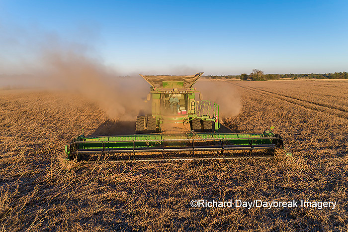 63801-13401 Harvesting soybeans in fall-aerial  Marion Co. IL
