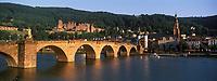 Europe/Allemagne/Bade-Würrtemberg/Heidelberg: le vieux pont, La ville, le Château depuis la rive droite du Neckar