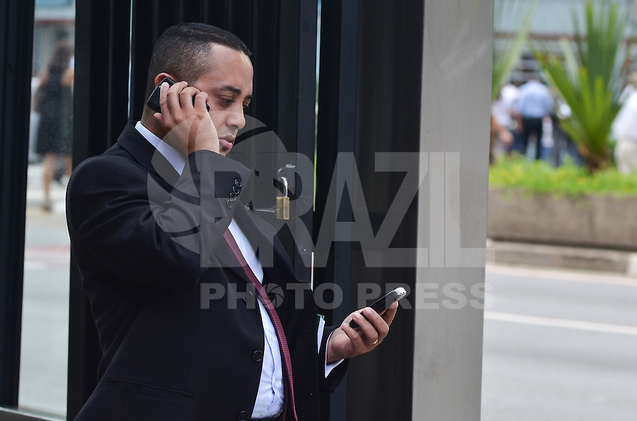 SAO PAULO, 04 DE FEVEREIRO DE 2013. - EXPANSAO INTERNET 4G  O governo começará nas próximas semanas o processo que resultará na maior licitação do setor de telecomunicações brasileiro, a da frequência de 700 MHz. A licitação tem como objetivo acelerar a implantação da internet móvel de quarta geração, ou 4G, cuja velocidade é 30 vezes a da 3G. (FOTO: ALEXANDRE MOREIRA / BRAZIL PHOTO PRESS).