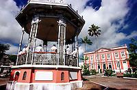 Vista do coreto com a banda municipal e ao fundo a prefeitura da cidade.<br />Bragança-Pará-Brasil<br />07/2000<br />©Foto: Paulo Santos/ Interfoto<br />Negativo Cor 135 Fc15 Nº 8410 T3 F22