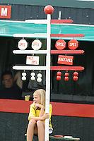 KAATSEN: HUIZUM: Kaatsvereniging O.G. (Onderling Genoegen) Huizum, 22-07-2012, Heren Hoofdklasse Vrije formatie, 'alles aan de hang', stand 5-5, 6-6 in de finale tussen partuur De Groot (Pier Piersma, koning Renze Hiemstra, Jan Dirk de Groot), telegraaf, ©foto Martin de Jong