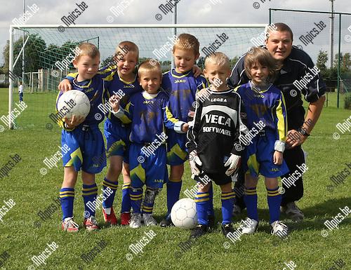 2008-09-06 / Voetbal / Jeugd / Duiveltjes 6 Schelle F / Niels Hardy, Tycko Deckers, Jeffrey Maes, Ian Van Aken, Nino Verreycke, Sander Borghijs en Ebe Braspennincx..Foto: Maarten Straetemans (SMB)