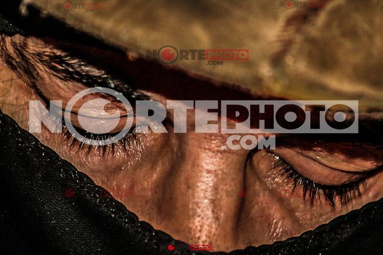 Close Uo del rostro y pasa montañas del Sub Comandante Marcos de EZLN y la otra campaña en su paso por el rancho el Peñasco en Magdalena de Kino. 2008 -2009