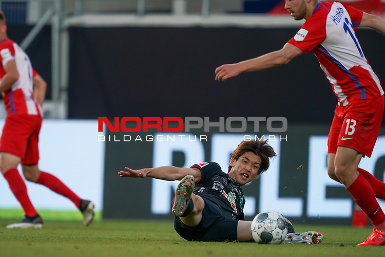 Yuya Osako (Werder Bremen #08), Robert Leipertz (1. FC Heidenheim 1846 #13)<br /> <br /> <br /> Sport: nphgm001: Fussball: 1. Bundesliga: Saison 19/20: Relegation 02; 1.FC Heidenheim vs SV Werder Bremen - 06.07.2020<br /> <br /> Foto: gumzmedia/nordphoto/POOL <br /> <br /> DFL regulations prohibit any use of photographs as image sequences and/or quasi-video.<br /> EDITORIAL USE ONLY<br /> National and international News-Agencies OUT.