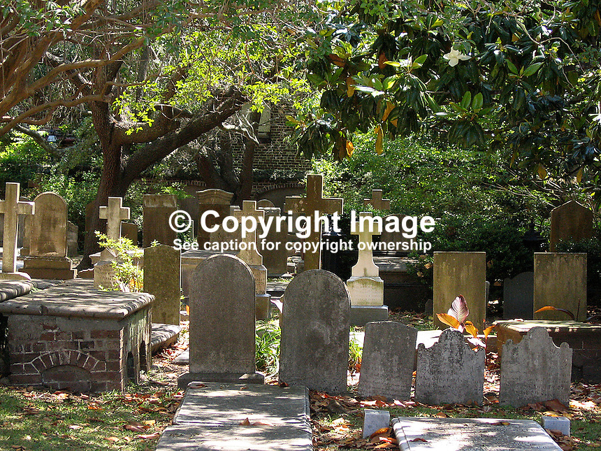St Philips, church, Episcopal, graveyard, Taken in Charleston, South Carolina, USA. 200705140028..Copyright Image from Victor Patterson, 54 Dorchester Park, Belfast, UK, BT9 6RJ..Tel: +44 28 9066 1296.Mob: +44 7802 353836.Voicemail +44 20 8816 7153.Skype: victorpattersonbelfast.Email: victorpatterson@mac.com.Email: victorpatterson@ireland.com (back-up)..IMPORTANT: If you wish to use this image or any other of my images please go to www.victorpatterson.com and click on the Terms & Conditions. Then contact me by email or phone with the reference number(s) of the image(s) concerned.