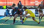 UTRECHT - Laura Nunnink (Ned) met Zhang Xiaoxue (China)    tijdens   de Pro League hockeywedstrijd wedstrijd , Nederland-China (6-0) .  COPYRIGHT  KOEN SUYK
