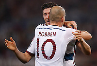 Calcio, Champions League, Gruppo E: Roma vs Bayern Monaco. Roma, stadio Olimpico, 21 ottobre 2014.<br /> Bayern's Arjen Robben celebrates with teammate Robert Lewandowski after scoring his second goal during the Group E Champions League football match between AS Roma and Bayern at Rome's Olympic stadium, 21 October 2014. <br /> UPDATE IMAGES PRESS/Isabella Bonotto