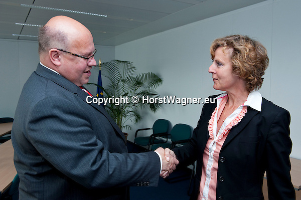 Brussels - Belgium, June 07, 2012 -- Connie HEDEGAARD (ri), European Commissioner in charge of Climate Action, receives Peter ALTMAIER (le), Federal Minister for the Environment, Nature Conservation and Nuclear Safety of Germany -- Photo: © Horst Wagner;  +32 486 966 116; horst.wagner@skynet.be