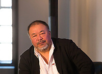 "L'artiste chinois Ai Weiwei et le catalan Carles Puigdemont lors d'un débat  conférence "" Démocratie ou Tyrannie "", à Bruxelles.<br /> Belgique, Bruxelles, 21 novembre 2018.<br /> Chinese artist Ai Weiwei and Catalan leader in exile Carles Puigdemont pictured during a debate titled 'Democrazy or Tyranny?' in Brussels,.<br /> Belgium, Brussels, 21 November 2018"