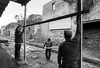 - terremoto in Irpinia, tre settimane dopo  (dicembre 1980), messa in sicurezza dell'area archeologica di Pompei- <br /> <br /> earthquake in Irpinia, three weeks after (December1980), safeguarding of Pompei archaeological area