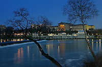 Philadelphia, PA: Boat House Row & The Phila. Art Museum at Dusk..Photo by: Hunter Martin....on 4/9/04..Mandatory Credit:  Hunter Martin