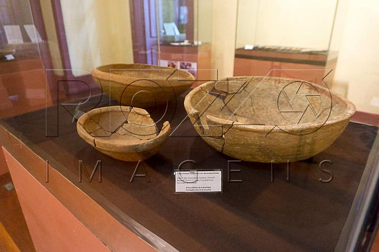 Tigela pintada Tupiguarani com decora&ccedil;&atilde;o pintada no Museu de Antropologia do Vale do Para&iacute;ba, Jacare&iacute; - SP, 06/2016.<br /> Origem: S&iacute;tio Arqueol&oacute;gico Caninhas, Canas - SP, Material/T&eacute;cnica:Cer&atilde;mica/Acordelamento, Cronologia: Sem data&ccedil;&atilde;o.